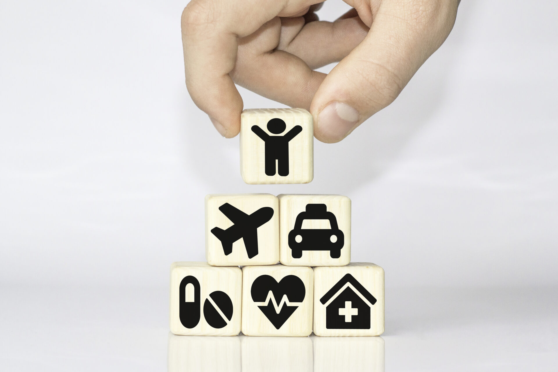 https://www.giovannimuratore.it/wp-content/uploads/2021/02/hand-arranging-wood-block-stacking-with-icon-healthcare-medical-insurance-for-your-health-concept-1920x1280.jpg